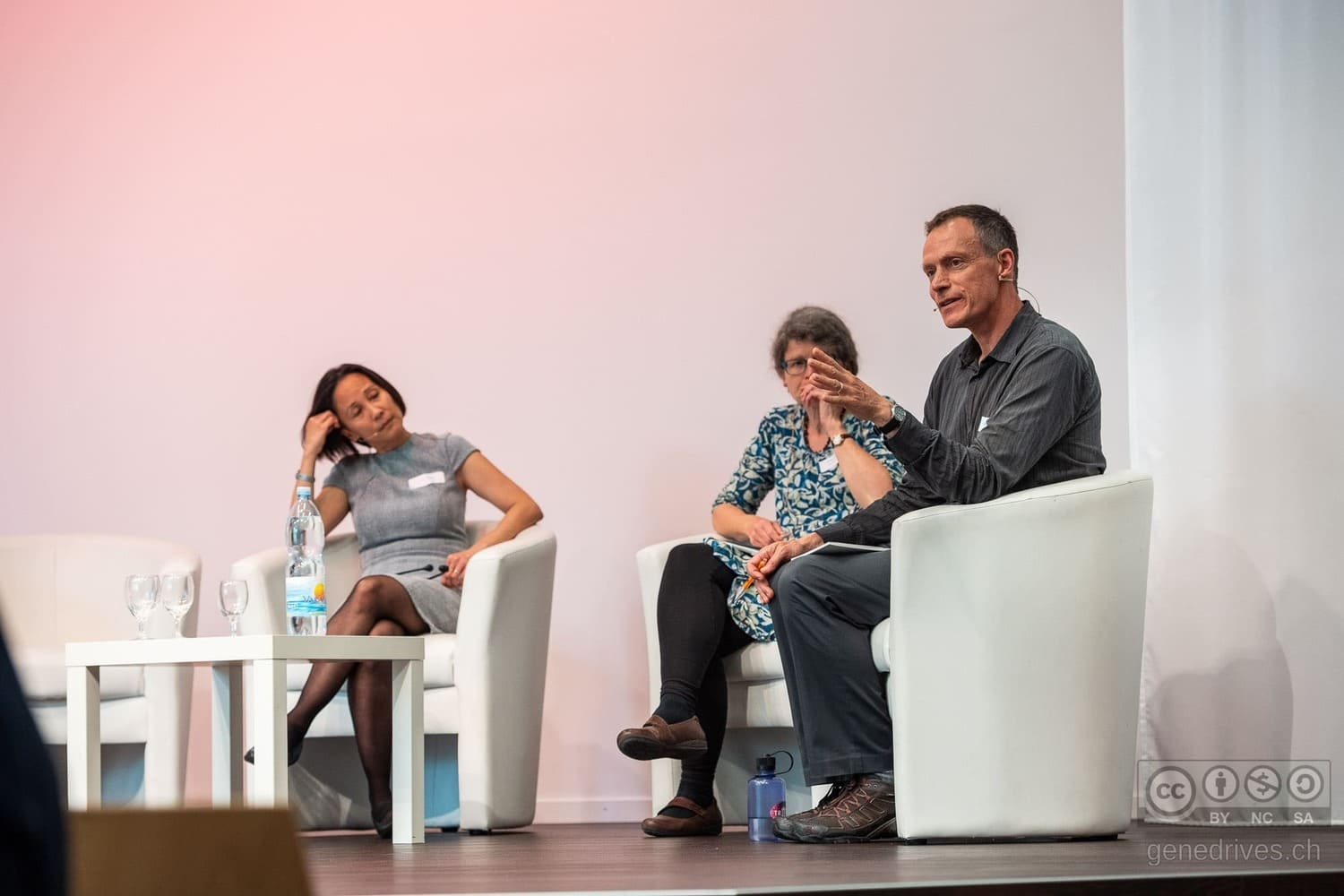 Christopher Preston discusses with Lim Li Ching and Helen Wallace at the GeneDrive Symposium 2019.