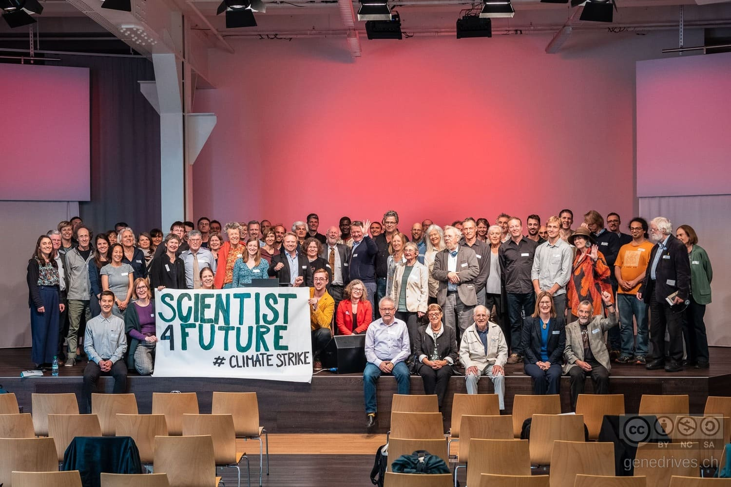 GeneDrive participants show solidarity with the Scientists4future climate strike.